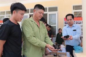 12 hộ dân tham gia mô hình liên kết gà thả vườn